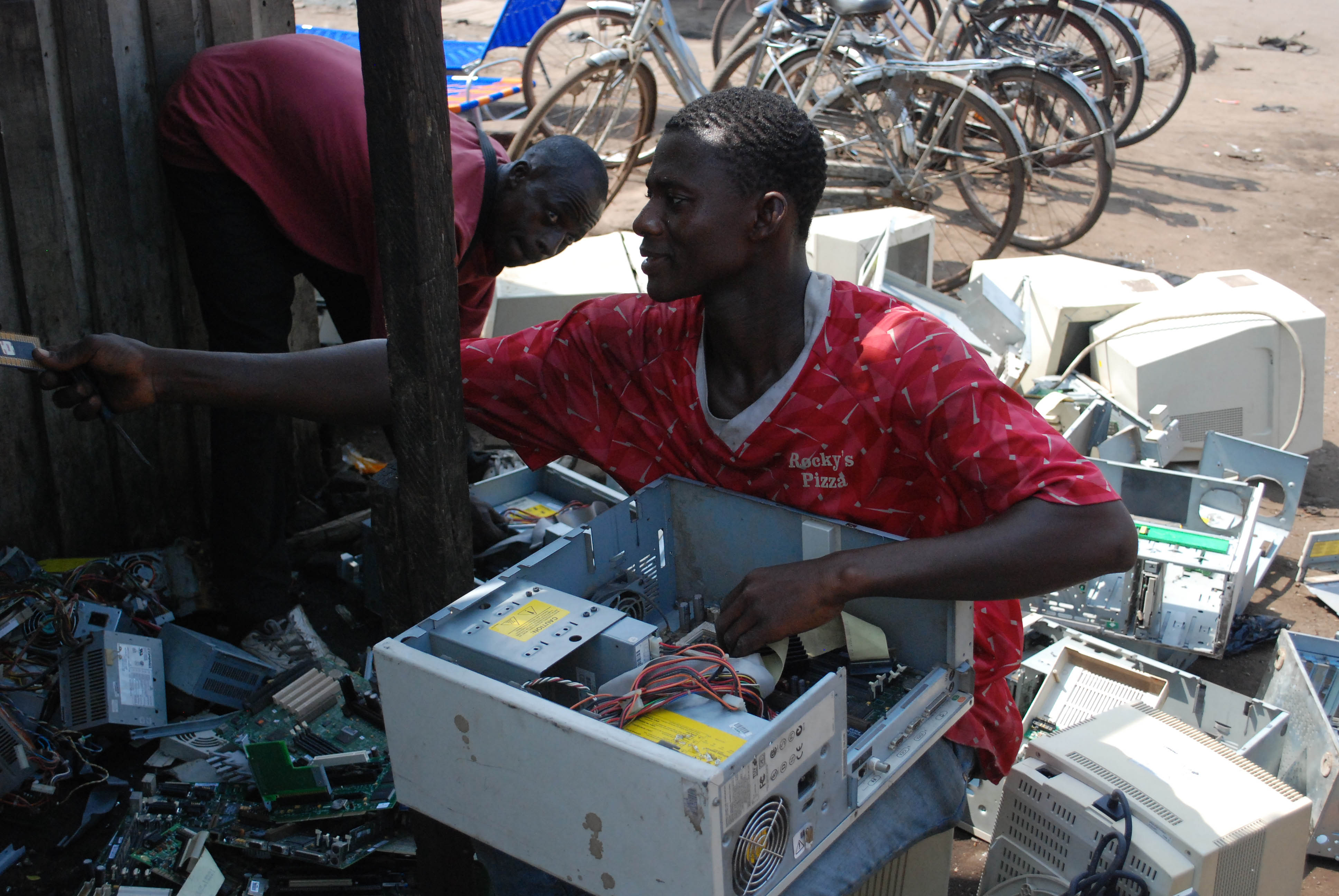Ifixit promotes e waste recycling through repair global for Household waste recycling centre design